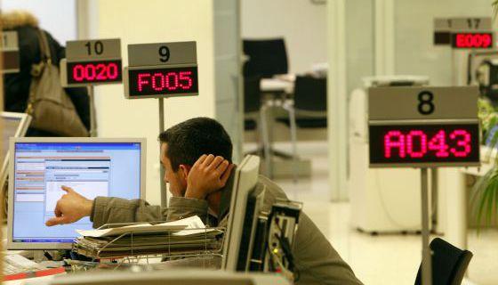 Atur registrat l atur baixa persones economia for Oficina atur