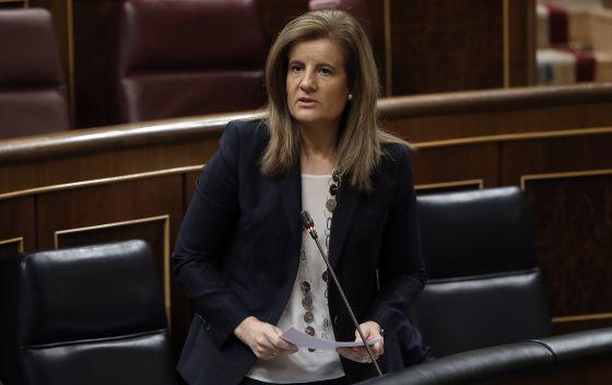 La ministra de Empleo, Fátima Báñez, en el Congreso de los Diputados