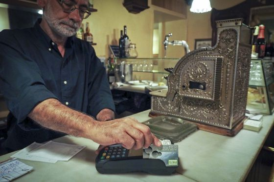 Le Bistrot, a restaurant in Girona, accepts payment in the local res currency.
