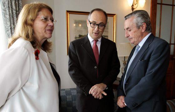 El banco de espa a alienta las fusiones bancarias for Manana abren los bancos en espana