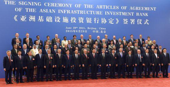 Representantes de los 57 países que han fundado el Banco Asiático de Inversión