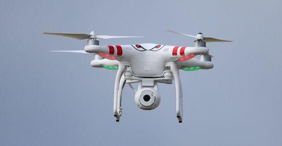 Un dron con cámara incorporada