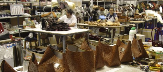 los bolsos de lujo son espa oles econom a el pa s