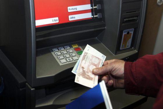Como sacar dinero de un cajero automatico for Como cobrar en un cajero automatico