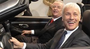 Matthias Mueller, nuevo jefe de Volkswagen, en primer plano, junto a su predecesor, Martin Winterkorn, en una imagen de 2011.