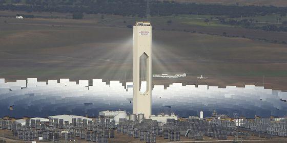 Vista aérea de la planta solar de Abengoa en Sanlúcar la Mayor ( Sevilla).