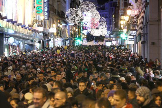 Compradores en la calle Preciados (Madrid) las pasadas navidades