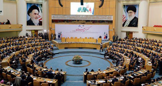 Conferencia internacional de petróleo, en Teherán.
