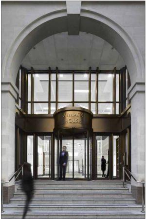 La entrada del edificio Almack House, incluída en la 'web' del inmueble