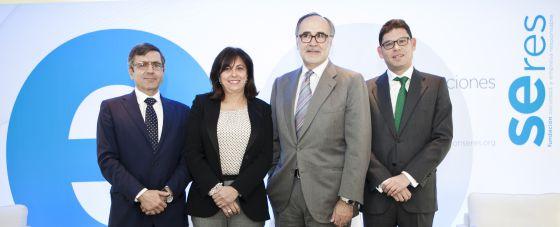 De izquierda a derecha, Francisco Román, Rosa García, Javier Ayuso y Tomás Calleja, participantes en el foro organizado por Seres.