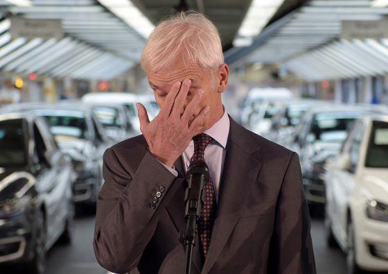 Matthias Mueller, CEO da Volkswagen, na conferência de imprensa em outubro, após o escândalo da falsificação dos motores diesel.