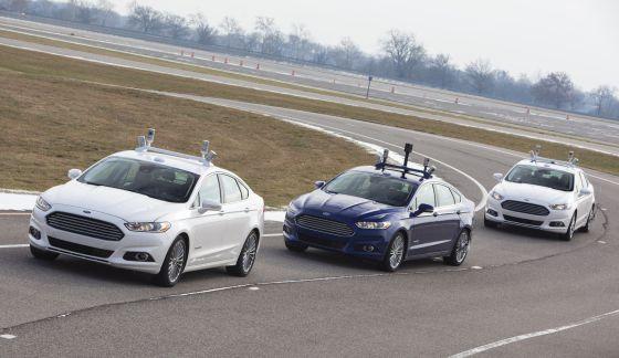 Tres de los nuevos modelos híbridos Fusion que Ford está probando en San Francisco.