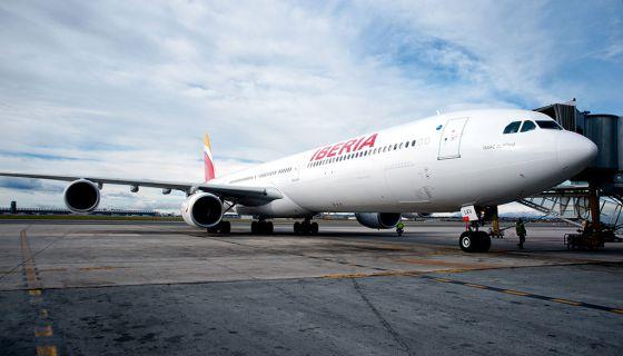 Un A340-600 de Iberia en el aeropuerto de Madrid-Barajas.