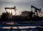 El petróleo cae casi un 7% en un día y retrocede a niveles de 2004