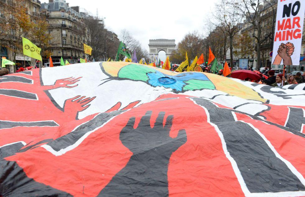 Activistas durante la pasada Cumbre del Clima en París.