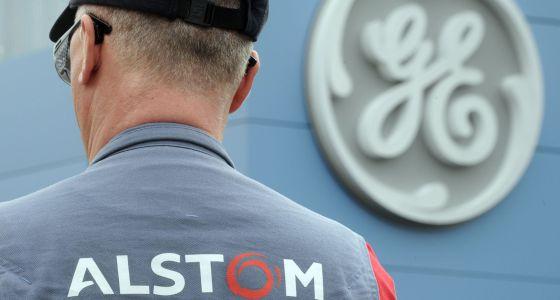 Un trabajador de Alstom en una de las plantas de General Electric