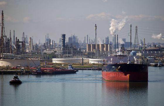Un petrolero en la terminal de la refinería Citgo en Corpus