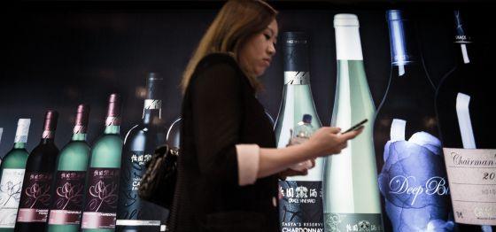 Exposición de vinos en una feria celebrada en Hong Kong, en 2014.