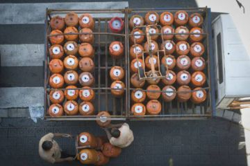 Repartidores de bombonas de butano en Barcelona.