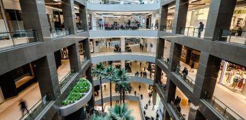Los centros comerciales (como este, el Costanera Center de Santiago de Chile) son el pilar del negocio de Cencosud.