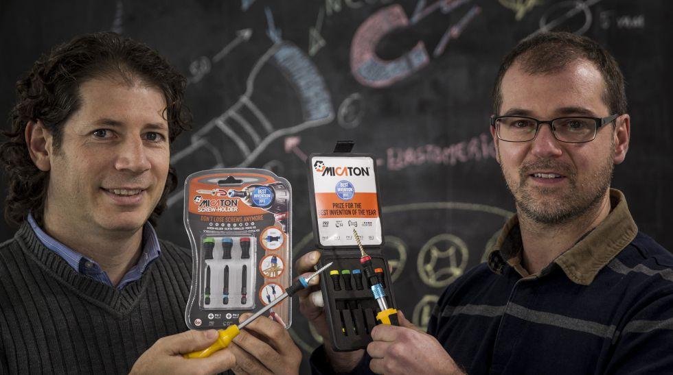 Michael W. Pérez y Luis Vaamonde con su producto Micatón.