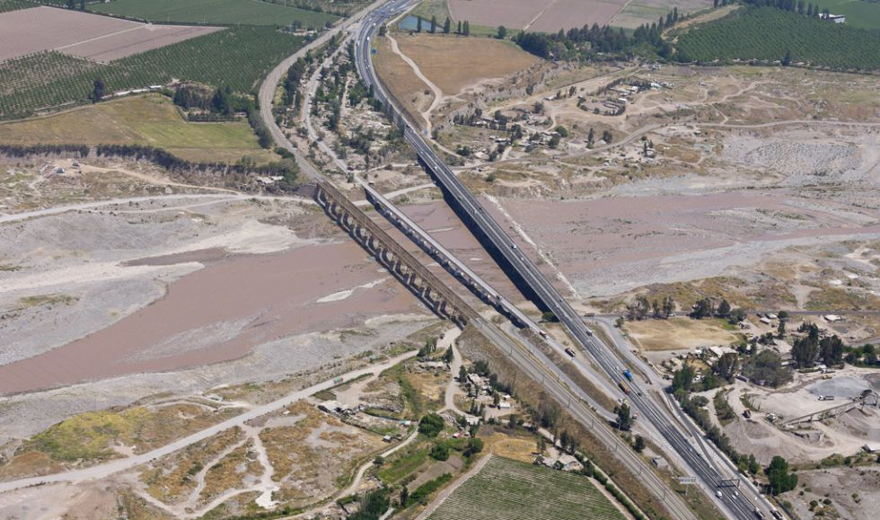 Vista parcial de la autopista central de Chile.