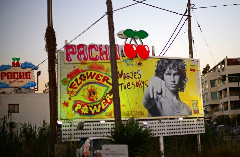 Cartel promocional de la discoteca Pachá en Ibiza.