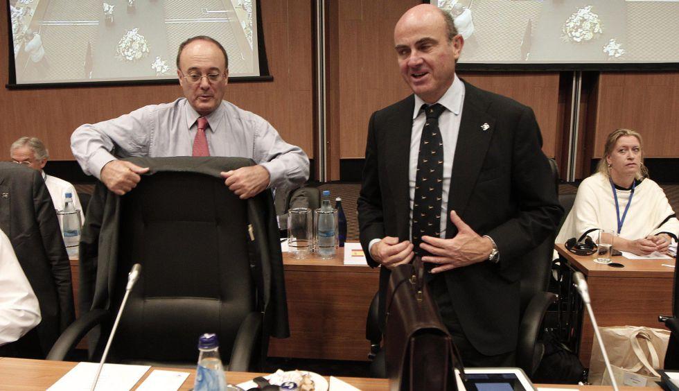 Luis Linde, gobernador del Banco de España, y Luis de Guindos, ministro de Economía