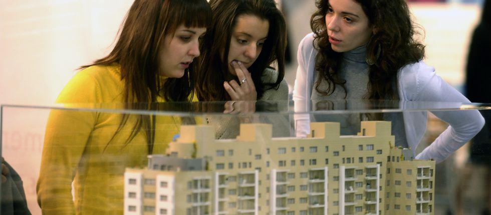 La edad de emancipación de los jóvenes españoles es de 29 años y es de las más tardías de la Unión Europea.