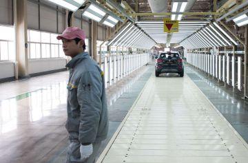 Un operario en la línea del Kadjar en la planta china de Renault