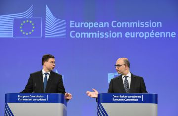 Valdis Dombrovskis y Pierre Moscovici durante la opinión sobre los presupuestos de Portugal.