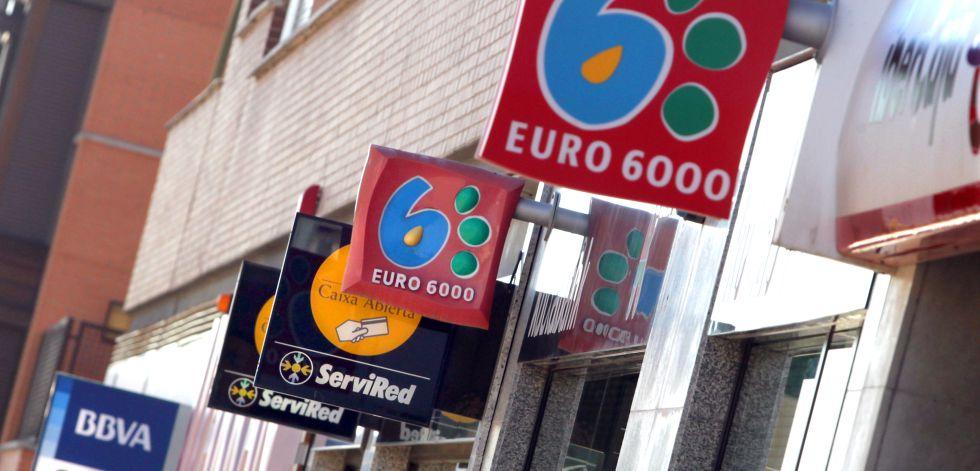Carteles de varias entidades financieras en Madrid