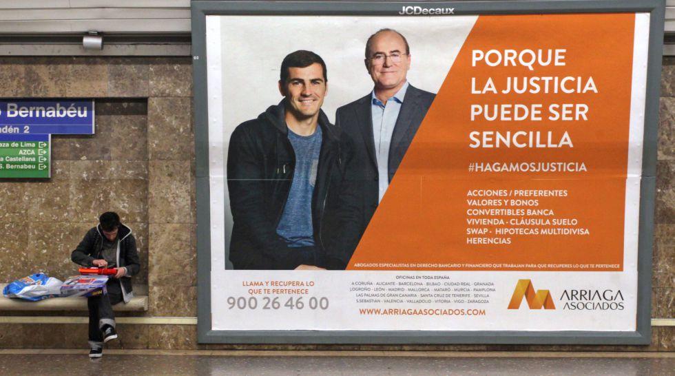 Anuncio de un despacho de abogados en el Metro de Madrid.