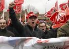 Los 'ocho de Airbus' se sientan en el banquillo arropados por sindicatos y políticos