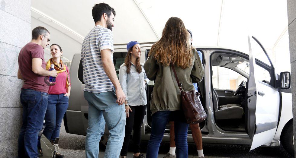 Usuarios de Blablacar, el servicio que permite compartir coche en trayectos, en Madrid.
