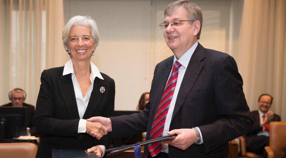 Christine Lagarde, este viernes junto al presidente del comité ejecutivo del Fondo, Alexei Mozhin.