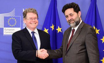 El negociador comunitario del TTIP, Ignacio Garcia Bercero, junto al estadounidense, Dan Mullaney.