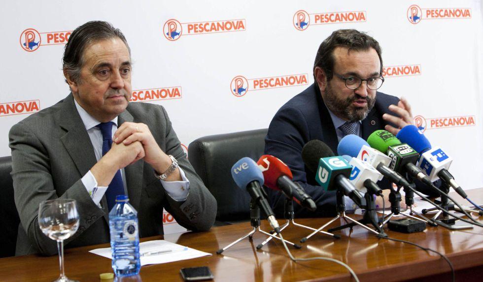 El nuevo consejero delegado de Nueva Pescanova, Ignacio González (derecha), junto al nuevo presidente, Jacobo González-Robatto, en Redondela (Pontevedra) el 25 de febrero de 2016.