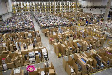 Un mundo digital envuelto en cajas de cartón