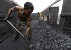 China prevé recortar 1,8 millones de empleos en el carbón y el acero