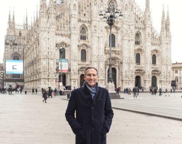 Howard Schultz ante el Duomo de Milán