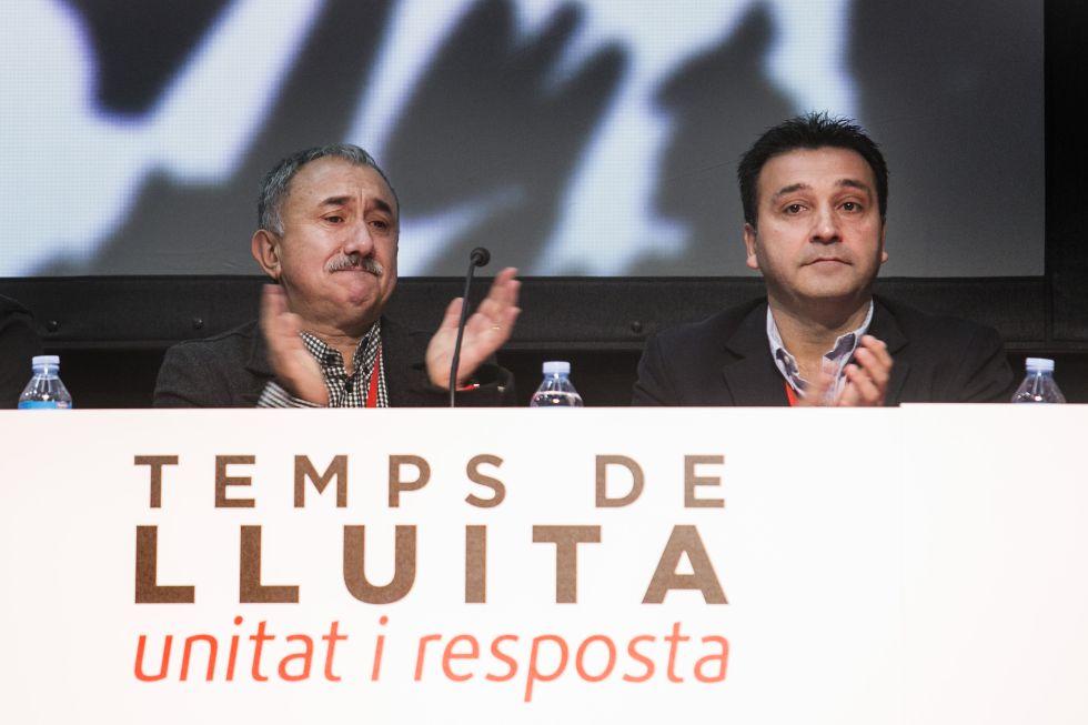 A la izquierda, el secretario general de UGT en Cataluña, Josep Maria Álvarez, junto al presidente del comité de empresa de Seat, Matías Carnero