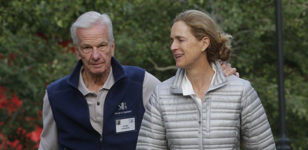 El brasileño Jorge Paulo Lemann, junto a su esposa en julio de 2015.