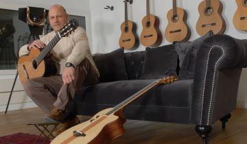 Manuel Rodríguez comenzó vendiendo guitarras en Estados Unidos.