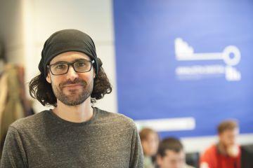 Lucas Gómez, graduado en Ciencias Ambientales reconvertido en programador.