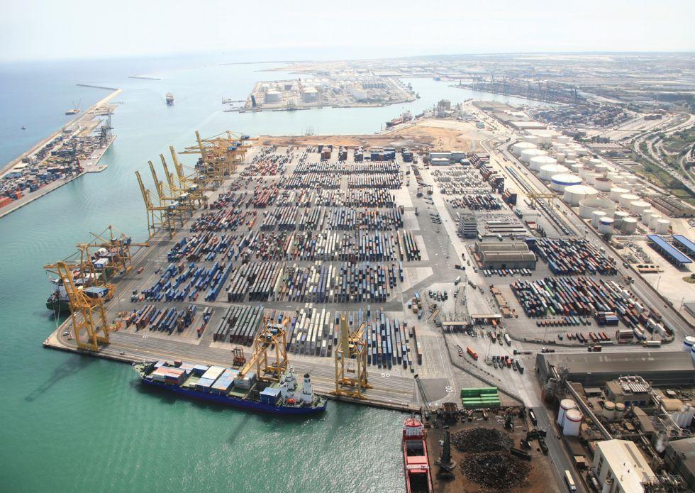 Vista de la terminal de contenedores del puerto de Barcelona, perteneciente a TCB.