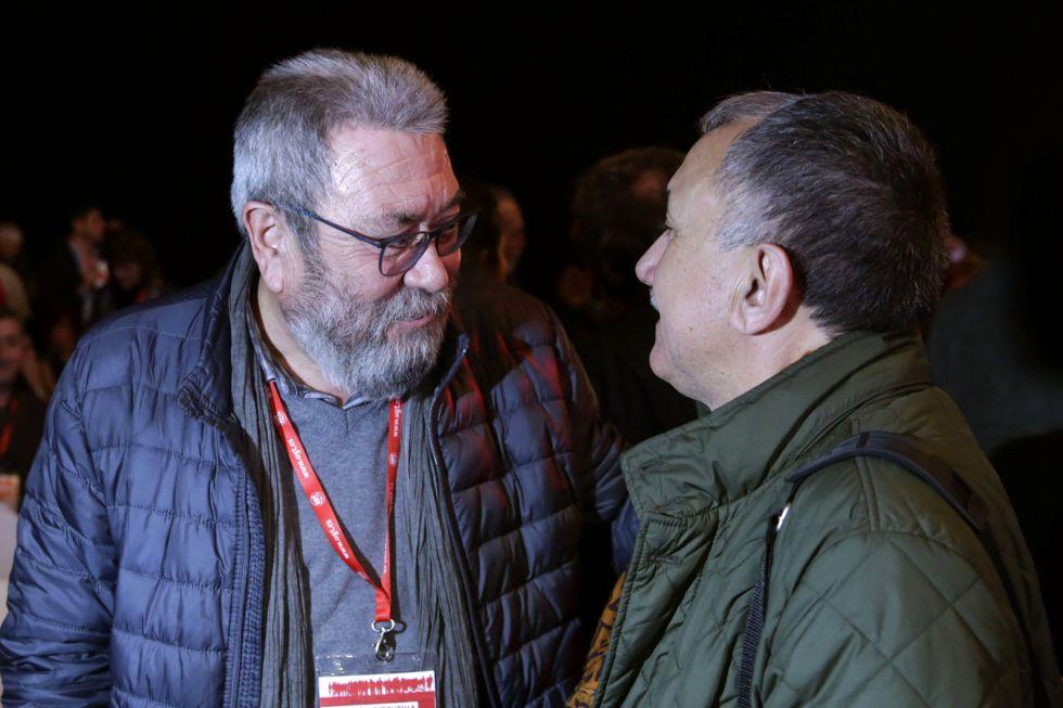El secretario general de UGT, Cándido Méndez, conversa con el líder de UGT en Cataluña y candidato a sucederle, Josep María Álvarez