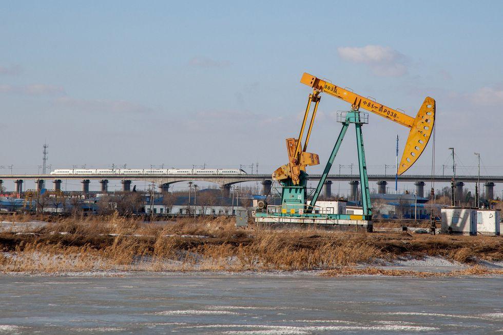 Instalación de extracción de petróleo en Daqing (China).