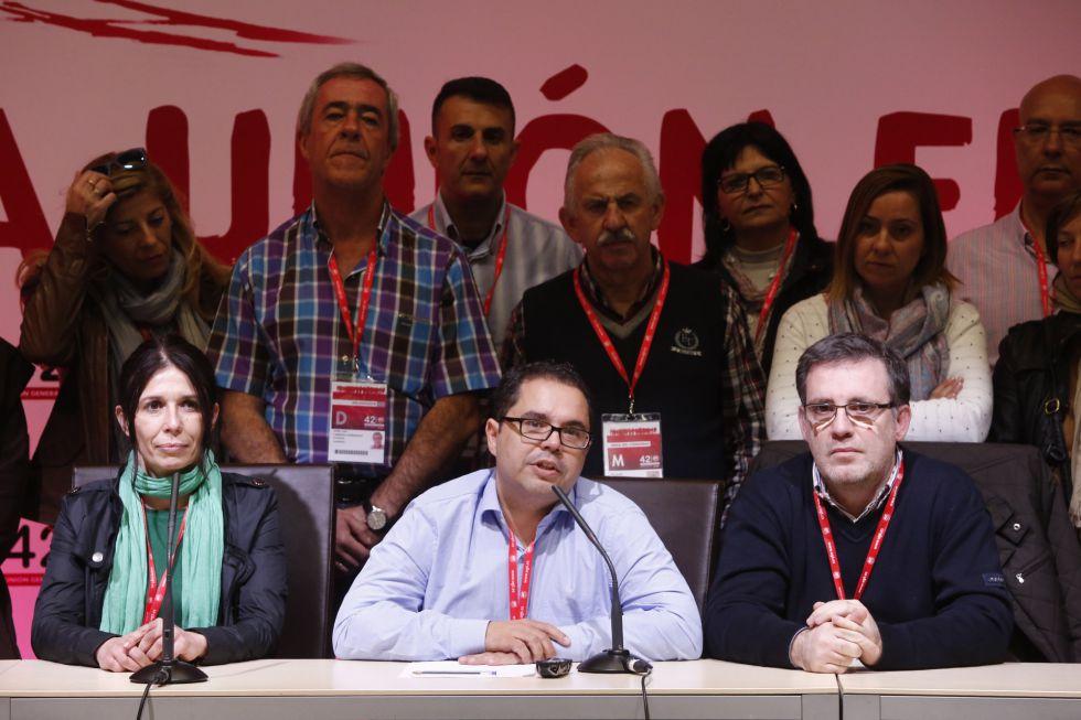 En el centro, Gustavo Santana, candidato a liderar UGT, con su equipo