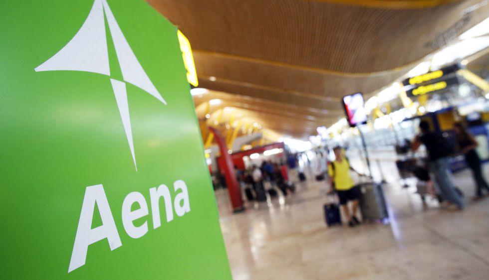 Cartel de AENA en la T- 4 del aeropuerto Adolfo Suárez Madrid Barajas.